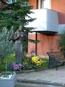 Altunizade'de bronz heykel