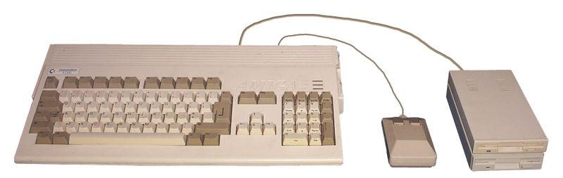 800px-Amiga_1200_with_mouse,_drives.jpg