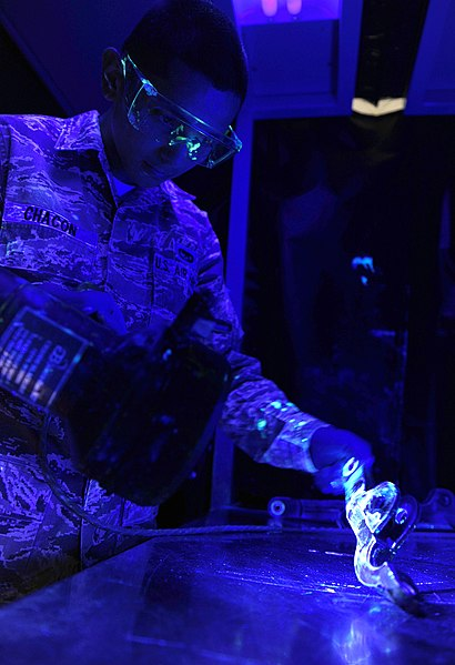 File:Amn Hector Chacon, 49th Maintenance Squadron, performs a liquid penetrant inspection at Holloman AFB.jpg