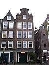 foto van Huis, wegens de zandstenen onderdelen van de klokvormige top