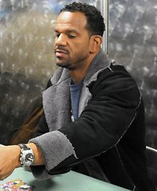Description de l'image Andre Reed Autographs USS Ronald Reagan Mar 20, 2009.jpg.