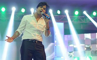 "Ankit Tiwari - Tiwari performing the song ""Galliyan"", 2014"