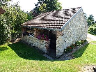 Aouste - Image: Aouste (Ardennes) lavoir
