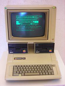 """Votre TOP 3 de vos micro préférés """"en mode vitrine"""" ? 220px-Apple_IIe_%2B_Disk_II_drives_%2B_Apple_Monitor_II"""