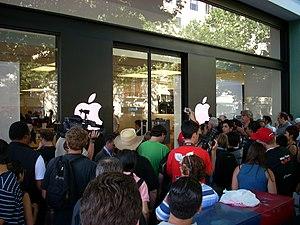 Черга в apple store за новою моделю iphone