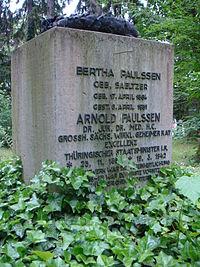 Arnold Paulssen Grabstein Hauptfriedhof Weimar.JPG