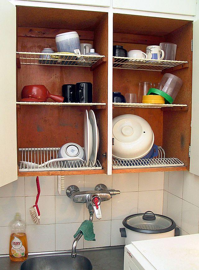 Dish draining closet