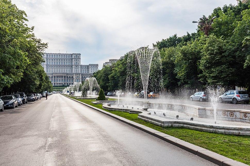 Avenida de la Uni%C3%B3n, Bucarest, Ruman%C3%ADa, 2016-05-29, DD 58