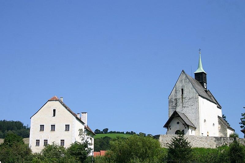File:Bad Schönau Pfarrkirche und Pfarrheim.jpg