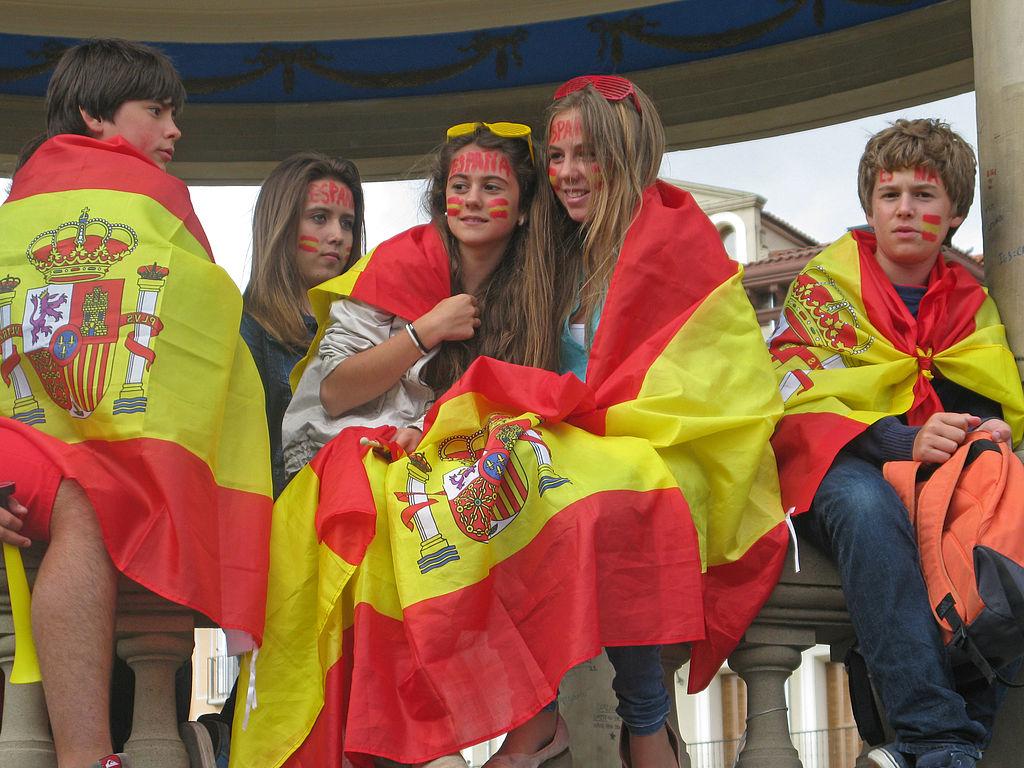 File:Before the game in Plaza del Castillo, Pamplona 1