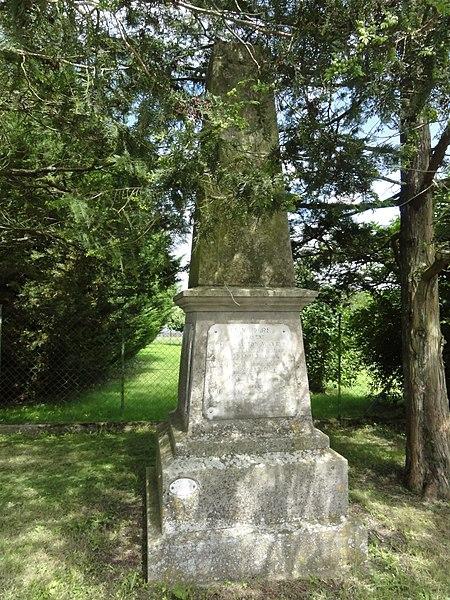 Bezange-la-Grande (M-et-M) ancien monument aux morts