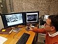 Bibliotecario de Daniel Cosío Villegas digitalizando fotografías donadas con motivo del Editatón de Movimientos Sociales.jpg
