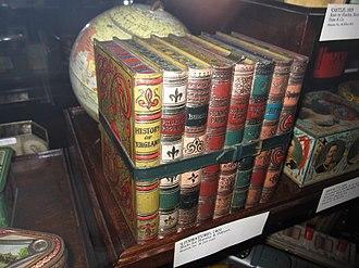 Huntley & Palmers - Image: Biscuit tins VA 2478