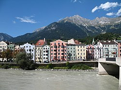 Blick auf Innsbruck-Mariahilf und Innbruecke.jpg