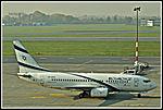 Boeing 737-758 (23175829302).jpg