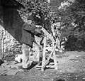 Bolčič Jeriha s slamoreznico, ki si jo je izdelal sam 1949.jpg