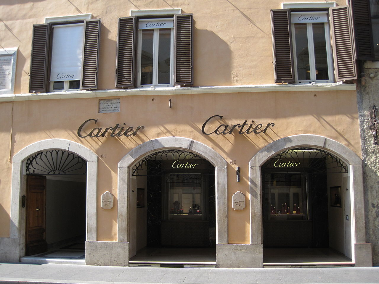 File boutique luxe rome 0021 jpg wikimedia commons for Boutique rome