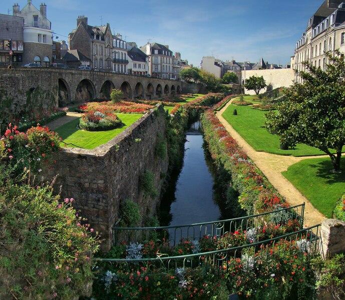 Château de l'Hermine и его парк Vannes (Ванн), Бретань, Франция - достопримечательности, путеводитель, туристический маршрут по городу с картой