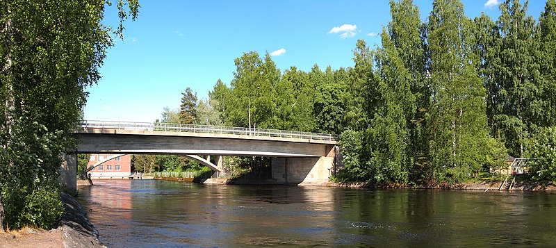 File:Bridge on Vaajakoskentie.jpg