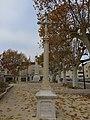 Brignais - Croix de mission place du Souvenir.jpg