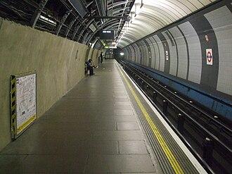 Brixton tube station - Image: Brixton tube station west platform look south