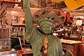 Buck's Statue de Libertad y Sombreros.jpg