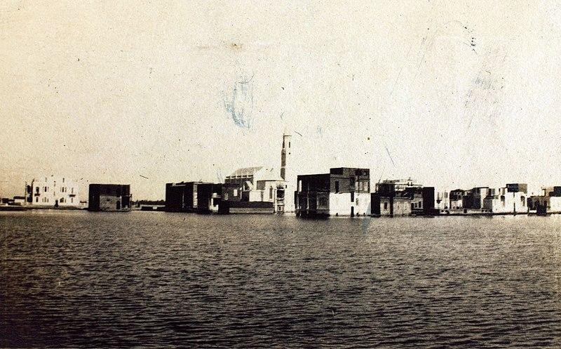 800px-Buildings_during_flood_River_Nile.jpg