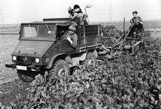 Unimog - Unimog 411 with beet lifter
