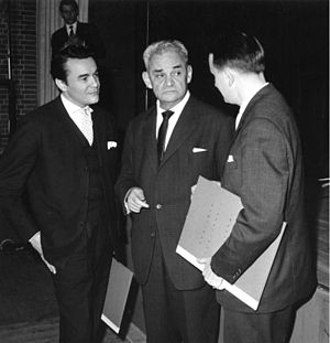 Berliner Kunstpreis - The awards ceremony of the Berliner Kunstpreis in 1963, from left to right: Klaus Kammer, Fritz Kortner, Rolf Hochhuth