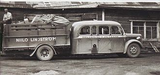 Bruck (vehicle) - A bus in Finland in the early 20th century with the cargo area totally separated from the bus body.