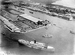 COLLECTIE TROPENMUSEUM De eerste binnenhaven van Tandjoengpriok de haven van Batavia Java TMnr 10007960.jpg