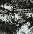 COLLECTIE TROPENMUSEUM Europeanen op het terras bij de badplaats Kali Bening TMnr 60053737.jpg
