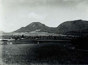 Wayang-Windu - Image: COLLECTIE TROPENMUSEUM Gezicht op de Gunung Wayang en de Gunung Windu vanaf kina en theeplantage Lodaja T Mnr 60016822