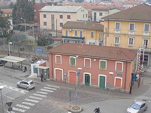 Cabiate railway station - Image: Cabiate station day