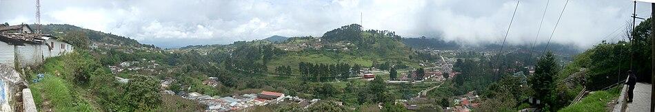 View towards the highway from the centre (Vista hacia la carretera desde el centro)
