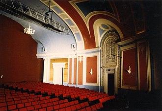 Capitol Theatre (Windsor, Ontario) - Image: Capitol Theatre Lobby ca 1989 02