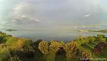 Capodimonte (VT) - Dalla sinistra Isola Bisentina alla Destra il paese di Capodimonte