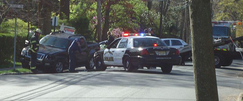 File:Car crash scene with police nobody hurt.jpg