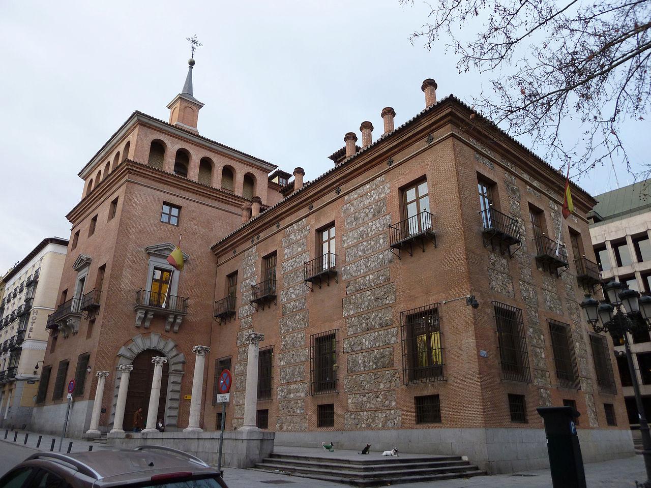 File casa de las 7 chimeneas madrid wikimedia for Casa de los