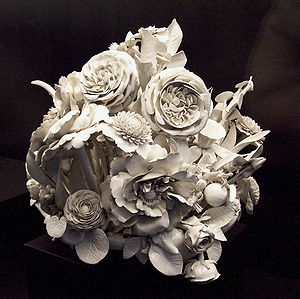Porcelain - Flower centrepiece, 18th century, Spain.