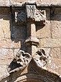 Chapelle Saint-Roch à Lannion - Détail du fronton d'une porte.jpg