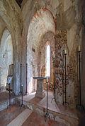 Chiesa medievale di San Lorenzo - Veduta dell'altare.jpg