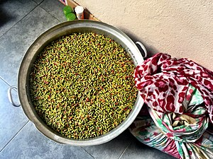 Economy of the Comoros - Cloves ready to be dried