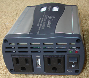 English: Cobra CPI-475 DC-to-AC power inverter...