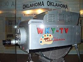 Цветное телевидение Википедия Первая в мире цветная передающая камера rca tk 41 созданная для вещания в системе ntsc США 1954 год