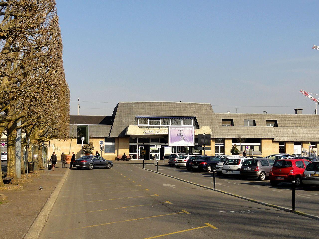 File compi gne 60 gare sncf fa ade sur la place de la for Garage de la gare bretigny