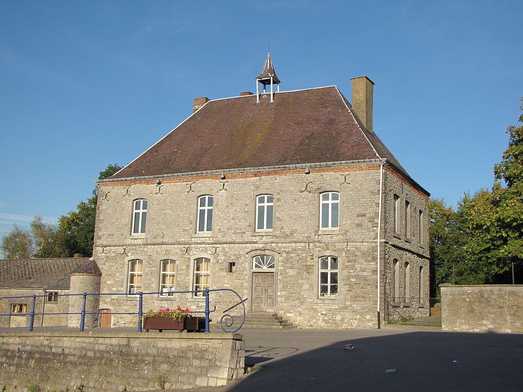 File couvin pesche ancienne maison des baillis 1 2014 for Ancienne maison des gardes lourmarin