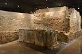 Cripta arqueològica de la presó de Sant Vicent Màrtir, tomba.JPG