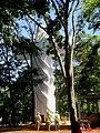 Cristo Salvador de Sertãozinho, em construção. Início do içamento da estátua do Cristo, que pesa 40 toneladas e mede 18 metros de altura em 24 de abril de 2013. Início do içamento às 11.30 da m - panoramio.jpg