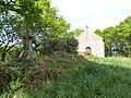 Croix et chapelle (Le Gouray).jpg